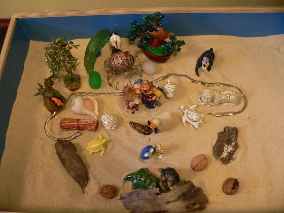 Юнгианская песочная терапия (Sandplay) - пример песочной композиции. Запись к психологу, консультации психолога, поговорить с психологом